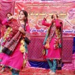 Students wear traditional dresses dance on traditional tunes during tableau ceremony to celebrate the Sindhi Cultural Day — Stock Photo