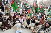 Protest against assassination attack on Sipah-e-Sahaba leader Aurangzeb Farooqi — Stock Photo