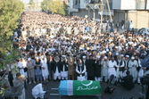 Offer funeral prayer of veteran Jamat-e-Islami Leader, Professor Ghafoor Ahmed at Idara-e-Noor-e-Haq — Stock Photo