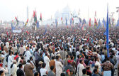 Supporters of Peoples Party are present during public gathering on occasion of the Fifth Death Anniversary of PPP Chairperson — Stock Photo