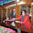Sindh Assembly Speaker, Nisar Ahmed Khoro along with Sindh Culture Minister, Sassy Palejo lays wreath at Grave of Shah Abdul Latif Bhitai — Stock Photo #18085957