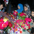 Children purchasing flowers for wishing their loved ones on the arrival of New Year 2013 — Stock Photo