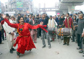 Devotees of Hazrat Data Ganj Bakhsh (RA) presents Dhamal on the occasion of his Annual Urs celebration — Stock Photo