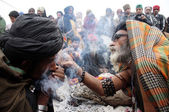 Devotees smokes hashish in sulfi at the shrine of Data Ganj Bakhsh on occasion of the Annual Urs celebrations of Hazrat Data Ganj Bakhsh (RA) — Stock Photo