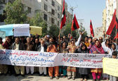 Members of Civil Society chant slogans against assassination attack on orthopedic surgeon, Dr. Asim Chatta — Stock Photo