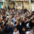 Shiite Muslims chant slogans against bomb blast at Qandhari Imambargah Alamdar Road Quetta — Stock Photo #18616051