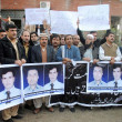 Members of Khyber Union of Journalists (KUJ) chant slogans against killing of local T.V channel cameraman — Stock Photo