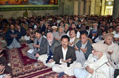 Offer Fateha for victims bomb blast at Qandhari Imambargah Alamdar Road during condolence ceremony — Stock Photo