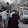 Travelling on an overloaded vehicle as the shortage of public transport observed after target killing of Manzar Imam — Stock Photo