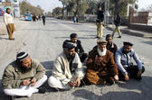 Jamiat Ulema-e-Islam (JUI) leader, Mufti Kifayatullah along with others sit on road during protest demonstration — Stock Photo