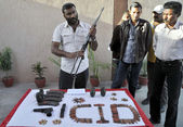 CID Police officials show seized weapon that recovered from activists of defunct Tehreek-e-Taliban during a raid in Bilal Colony — Stock Photo