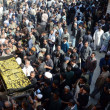 Carry coffin of famous Pakistani singer Mehnaz Begum, who died at age of 54 year in Bahrain — Stock Photo #19081679