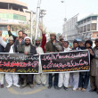 Members of Shiite Muslims Community chant slogans against Jamiat Ulema-e-Islam (JUI-F) — Stock Photo