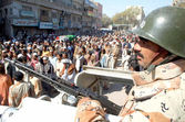 Ranger official stand to avoid untoward incident during funeral prayer of activist of Ahle Sunnat Wal Jamat (Defunct Sipah-e- Sahaba) — Stock Photo