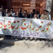 Members of Al-Sadaat Community Jirgchant slogans in favor Governor Rule in Balochistan — Stock Photo #19227101