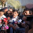 Mohajir Qaumi Movement Chief, Afaq Ahmed talks with  media persons at Election Commission of Pakistan — Stock Photo