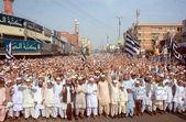 Activists of Jamiat-e-Ulema-e-Islam chant slogans against target killing of Mufti Abdul Majeed Deenpuri and his companions — Stock Photo