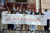 Activists of Sasoli Qaumi Ittehad are protesting against assassination attack on Meer Zafar Sasoli during a protest demonstration — Stock Photo