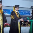 Khyber Pakhtoonkhawa Governor, Shaukat Ullah distributes certificate among students on occasion of the Annual Convocation Day — Stock Photo