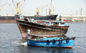 Customs officials show seized boat that was used in smuggling of illegal imported liquors bottles by Pakistan Maritime Security Agency — Stock Photo