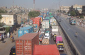 A large number of vehicles stuck in traffic jam during protest by residents of Gulbai area against arrest of several suspected personnel — Stock Photo