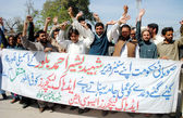 Members of Khyber Pakhtunkhwa Adhoc Lecturers Association chant slogans for regularization on their jobs — Stock Photo