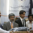 Federal Health Minister, Zahir Ali Shah distributes laptops to students, on occasion of Convocation Day — Stockfoto #22012519