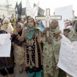 Christian Community chant slogans against Badami Bagh incident where 100 homes of Christian Community were ransacked and set — Stock Photo