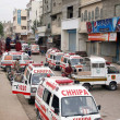 Rescue workers gather at a site after the bomb explosion at Landhi area in Karachi — Stock Photo