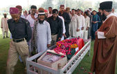 Gather near coffin of Policeman Gul Sher, who was gunned down by unidentified persons — Stock Photo