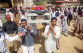 Carry coffin of Policeman Gul Sher, who was gunned down by unidentified persons — Stock Photo