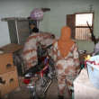 Rangers official are searching in a house during targeted search operation led by Sindh Rangers at Mehran Town — Stock Photo