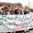 Activists of Jamat-e-Islami (Chitral) chant slogans against outgoing Khyber Pakhtunkhwa (KP) and Chitral governments — Zdjęcie stockowe