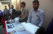 CID Counter Terrorism Wing Officials showing seized weapons during press conference as the CID officials detained three activists of Lashkar-e-Jhangvi during snap checking — Stock Photo