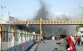 Residents of Lines Area blocked the road and burn fire as they are protesting and demanding to release persons who detained during targeted search operation by Rangers in their locality — Stock Photo