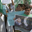 Activists of All Pakistan Muslim League chant slogans in favors of Former Pakistan President, Pervez Musharraf during protest demonstration — Stock Photo