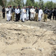 Caretaker Balochistan Chief Minister, Nawab Ghous Bux Barozai visits the site of suicide blast to inspect the damages caused by blast in Quetta — Stock Photo