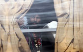 Indian fisherman looks outside from bus window as he released by Pakistan security officials, at Landhi Jail — Stock Photo