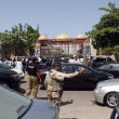 Security officials busy in traffic control as newly-elected Sindh provincial assembly members coming to attend first session and oath taking ceremony at Sindh Assembly — Zdjęcie stockowe #26051779