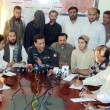 DIG Operations, Syed Mobin briefs to media persons after recovery of Ahmed Jan who was being kidnapped by Muhammad Ramzan — Stock Photo