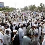 Постер, плакат: Supporters of Imamia Rabta Council chant slogans against bomb blast at Madrassa Arif Hussaini and demanding to arrest alleged personnel in bomb blast