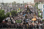Shiite mourners pass through M.A Jinnah road during mourning procession in connection of Youm-e-Ali (A.S), the martyrdom day of Hazrat Ali (A.S) — Stock Photo