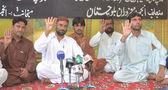 Leden van de vereniging voor ontredderen personen van balochistan demonstreren om hun solidariteit betuigen met de mensen van egypte en aanhangers van morsi — Stockfoto