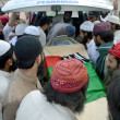 Activists of Ahle Sunnat Wal Jamat carry funeral of their leader and spokesman, Akbar Saeed Farooqi who gunned down by unidentified gunmen in Gulshan-e-Iqbal — Stock Photo