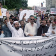 Members of Traders Union are protesting against target killing of traders by extortion mafia and chanting slogans in favor of Muttahida Qaumi Movement (MQM) — Stock Photo