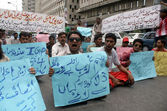 Candidates who qualified for constable rank in Sindh Police on merit are protesting against non merit recruitment in police department on the rank of constable — Stock Photo
