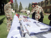 Balochistan Frontier Corps Inspector General, Major General Muhammad Ejaz Shahid inspects seized explosives material and weapons that were recovered by FC officials — Stock Photo