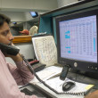 A Pakistani trader monitors trade prices at Karachi Stock Exchange (KSE), in Karachi — Stock Photo