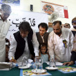 Chairman Pakistan Tehreek-e-Insaf Imran Khan signing a memorandum regarding educational reforms in government institutes, during a ceremony — Foto de Stock
