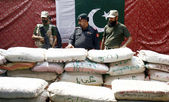 Security officials inspect recovered 6000 kg packets of drug (Charas), which were seized during snap checking at check-post — Stock Photo